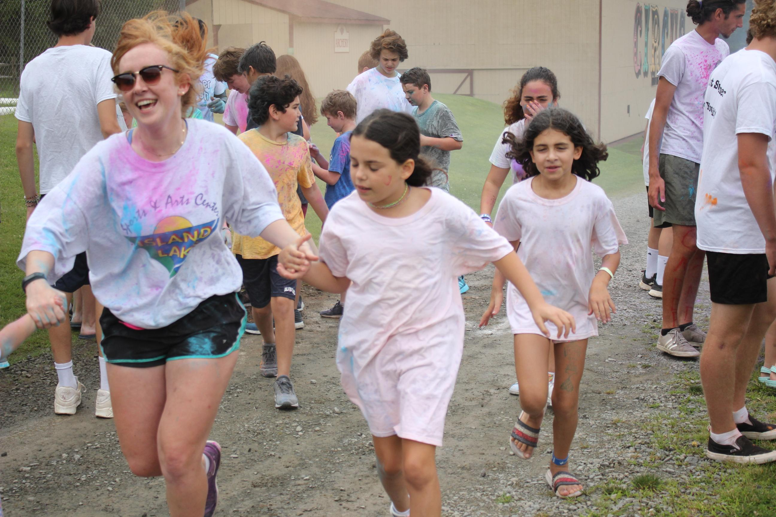 Aideen doing a colourrun with campers